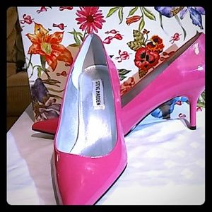 """Steve Madden """"Classie"""" Pink pointed toe shoes"""